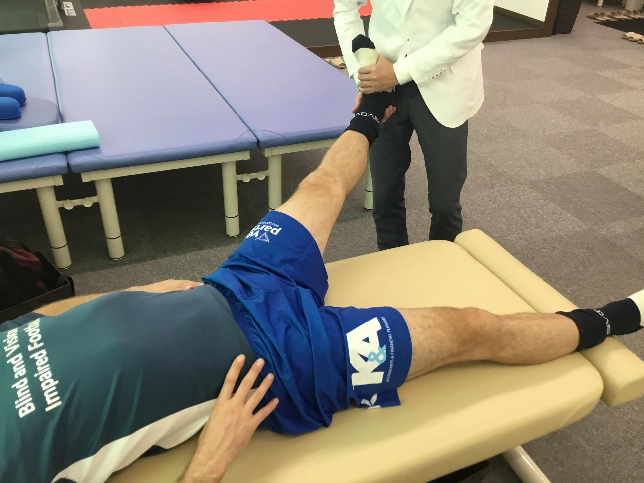 骨盤の傾斜の調整と内転筋の伸長法